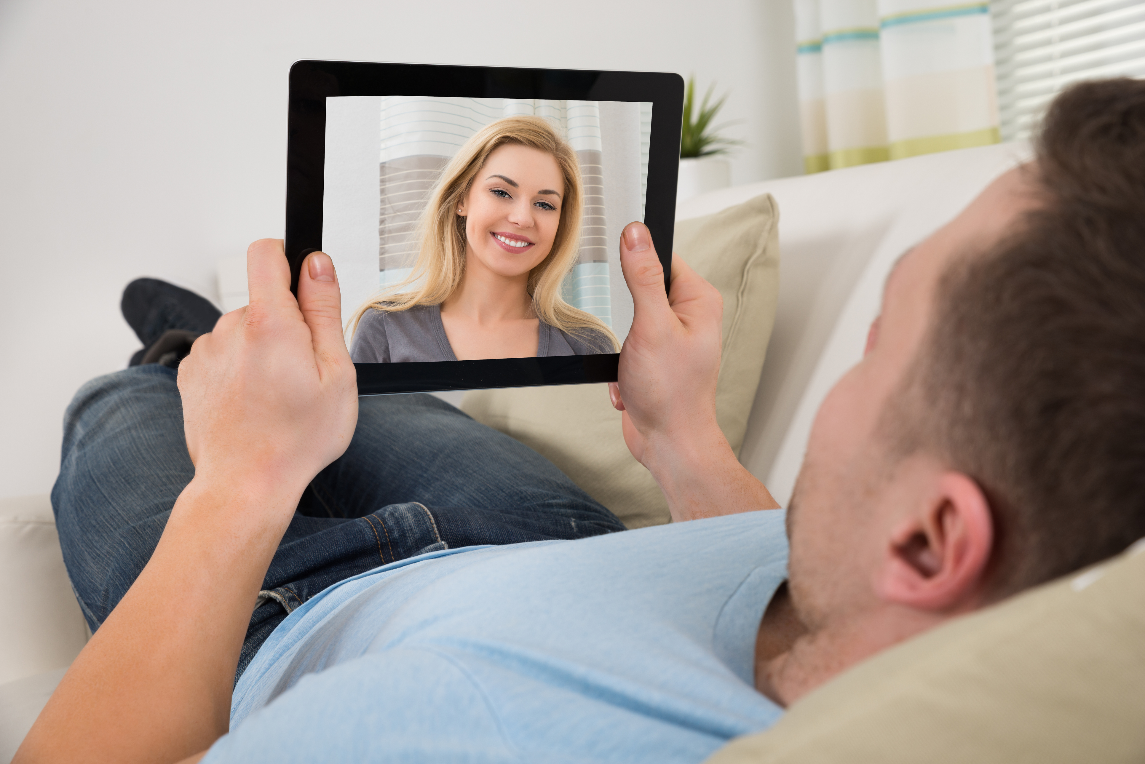 Why Do Guys Generally Talk To Lots Of Girls At The Same Time When Using Online Dating Sites?
