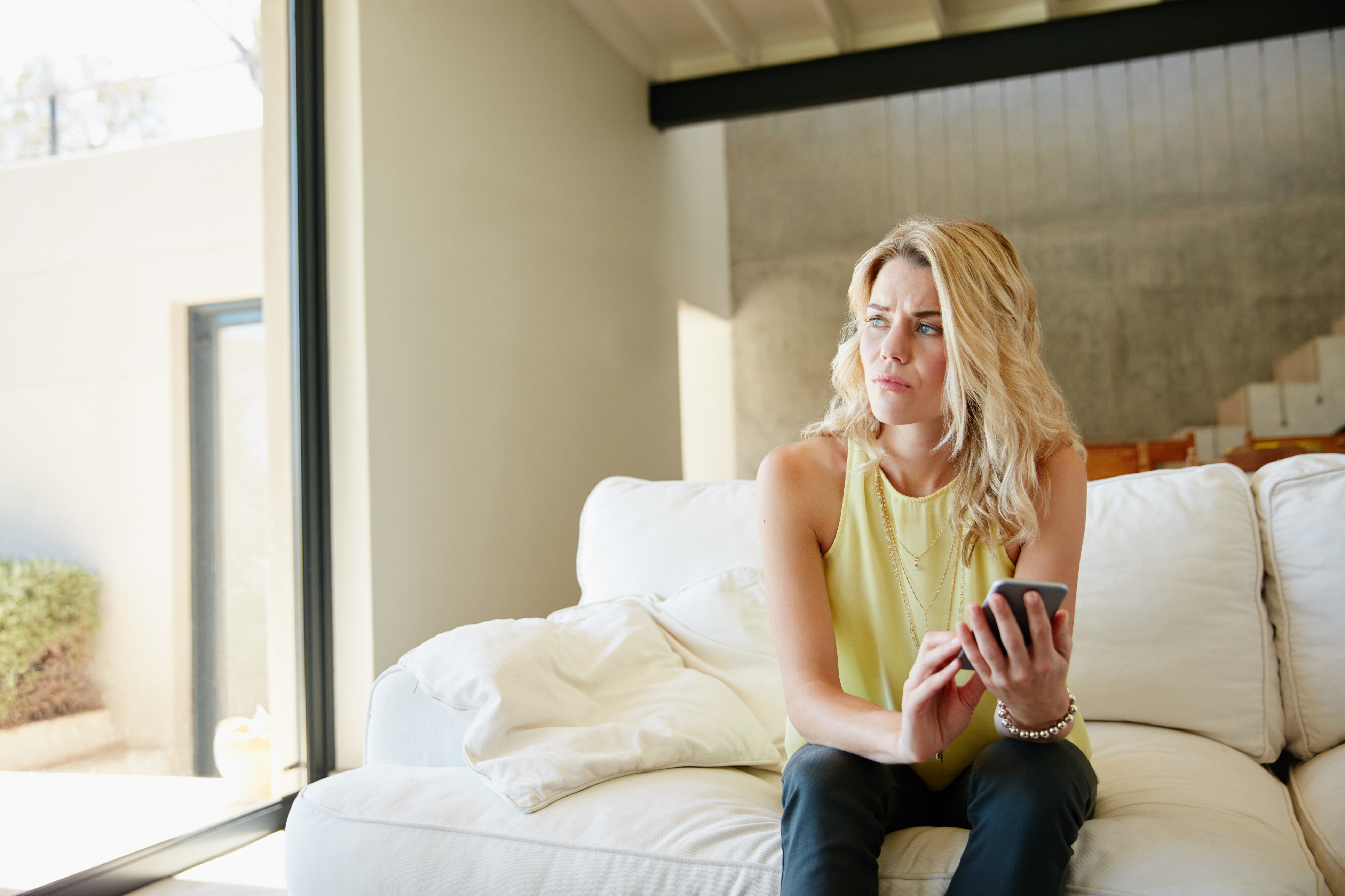 Online Dating: Should I Initiate Contact After An Unsuccessful Intimate Night?